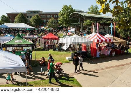 Suwanee, Ga/usa - September 21: Wide Shot Of People Milling About The Vendor Tents, Displays And Gam