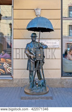 Saint-petersburg, Russia - May 9, 2021: Monument To The Photographer With Retro Camera, Umbrella And