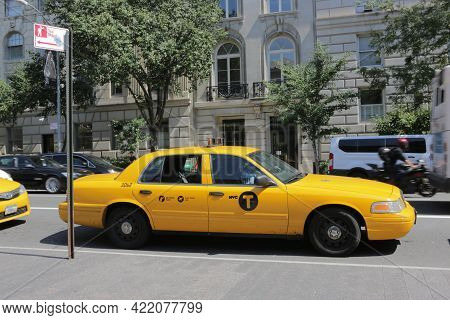 New York City, Ny, Usa 2.09.2020 - Yellow Cab Waiting On Taxi Stand In Manhattan. Metered Fare, Flat