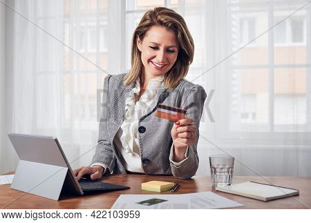 Business Woman buying online with credit card. Online business shopping. business Woman shopping online. Business woman holding credit card using laptop computer to shop online. Online shopping. Paying with credit card online. Business woman business