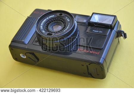 Mandi, Himachal Pradesh, India - 04 24 2021: Photo Of A Yashica Film Roll Camera Md-35f Isolated Ove