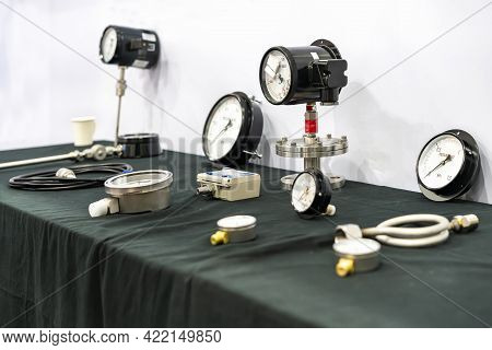 Various Type Of High Performance And Accuracy Dial Pressure Gauge Component For Measuring And Monito