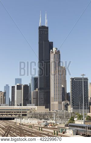 Chicago - Circa May 2021: Willis Or Sears Tower And 311 South Wacker Drive In Front Of The Railroad