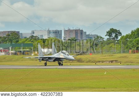 Labuan,malaysia-may 21,2021:royal Malaysia Air Force Sukhoi Su-30mkm Fighter Jet Plane Taxiing To Th