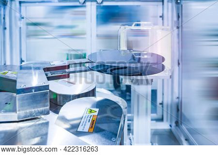 Silicone wafer in a tray with Automation system control application on automate robot arm