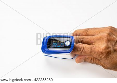 High Angle View Of Doctor Using Pulse Oximeter Measured Value Of Pulse Rate And Value Of Blood Oxyge