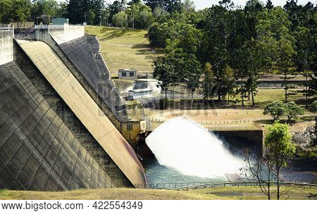 Tinaroo Dam Is A Major Gravity Dam With A Central Spillway Across The Barron River On The Atherton T