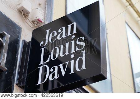 Bordeaux , Aquitaine France - 05 27 2021 : Jean Louis David French Fashion Logo Brand Store Haircut