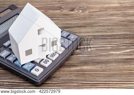 The Concept Of Mortgage, Sale And Rental Of Housing And Real Estate. Mortgage Credit Lending. Calcul