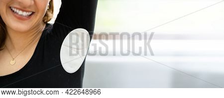 Underarm Sweat Patch Or Pad To Prevent Odor And Sweat Marks