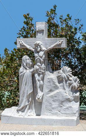 Santa Inez, Ca, Usa - April 3, 2009: San Lorenzo Seminary. Station Of The Cross Number 12 White Marb