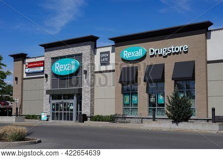 Ottawa, Ontario, Canada - May 31, 2021: A Rexall Drugstore Pharmacy And Retail Store On Merivale Roa