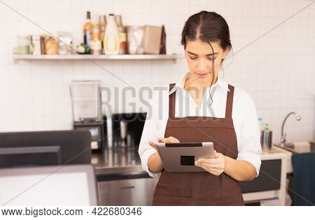 Focusing On Right Side Angle Of Asian Barista Women Fill Milk Into Takeaway Hot Coffee Cup, Caucasia
