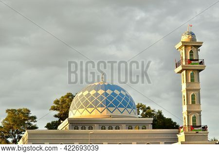 Labuan,malaysia-may 21,2021:view Of The Sultan Muhammad V Mosque With The Palestine Flags At Labuan
