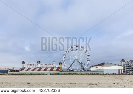Old Orchard Beach, Usa - Sep 15, 2017: Famous Old Orchard Big Wheel From 1889   At Old Orchard Beach