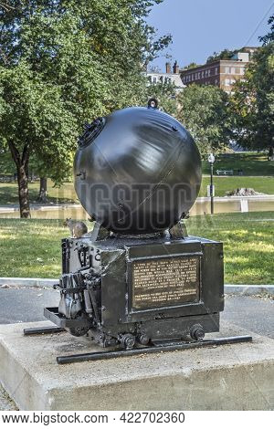 Boston, Usa - September 12, 2017: A Memorial To World War I North Sea Mine Sweepers Standing On The