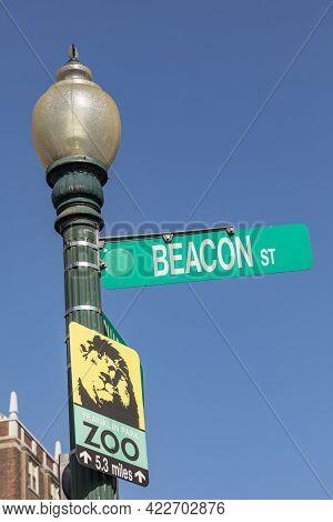 Boston, Usa - September 12, 2017: Street Sign Beacon Street And Zoo In Boston.