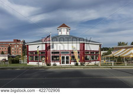 Pittsfield, Usa - September 21, 2017: Birkshire Carousel Is A Wooden Building Looking Like A Carouse