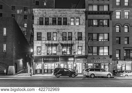 Boston, Usa - September 17, 2017: Acade Of Old Building With Chinese Restaurant. Boston's Colorful C