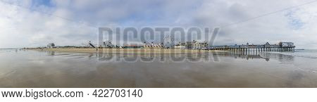 Old Orchard Beach, Usa - Sep 15, 2017: Famous Old Orchard Pier And Amusement Park In Old Orchard Bea