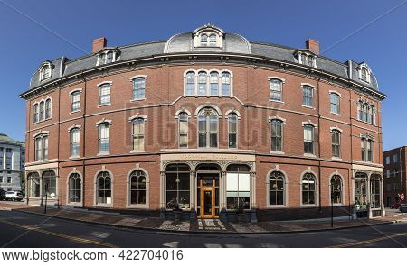 Portland, Usa - Sep 15, 2017: Portland Old Port Is Filled With 19th Century Brick Buildings. The Woo