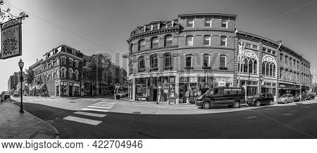 Portland, Usa - September 15, 2017: Portland Old Town Is Filled With 19th Century Brick Buildings An