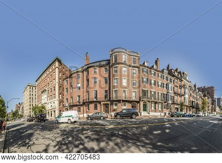 Boston, Usa - Sep 13 2017: Older Elegant Luxury Apartments In Beacon Hill Area. Beacon Hill Is The M