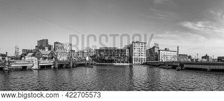 Boston, Usa - September 12, 2017: Panorama Of Boston Skyline With Boston Tea Party Ship And Museum,