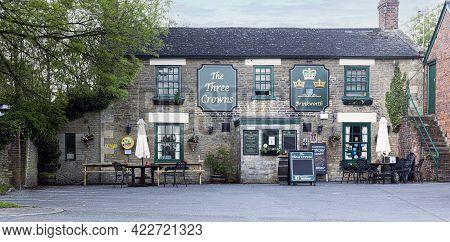 Swindon, Uk - May 30, 2021: The Three Crowns Pub And Restaurant In Brinkworth, Wiltshire