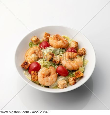 Oriental Seafood. Cooked Shrimp Or Prawn Mixed With Vegetables, Croutons And Cherry Tomatoes. Pan-as