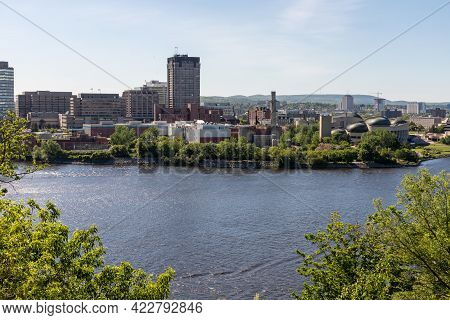 Canada, Ottawa -june 2, 2021: Street With Houses, Road And Sidewalk In Ottawa, Canada On A Sunny Sum