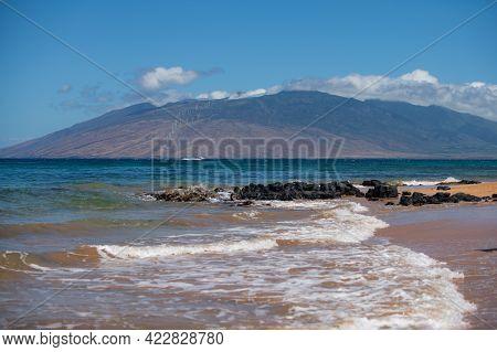 Hawaii Beach, Hawaiian Ocean, Aloha Maui Island. Tropical Beach Panorama.