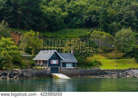 A Beautiful Green House By The Sea In Urdaibai, A Bizkaia Biosphere Reserve Next To Mundaka. Basque