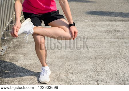 Cropped Shot Of Runner Woman Do Stretching To Relieve Tight It Bands. The Benifit Of Stretching Can