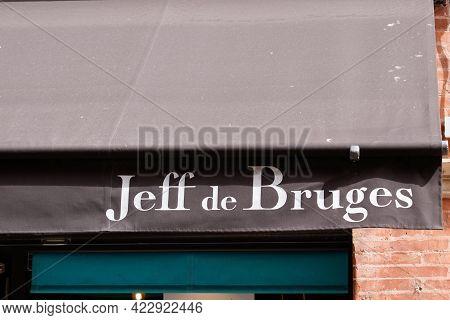 Bordeaux , Aquitaine France - 06 01 2021 : Jeff De Bruges Logo Brand And Text Sign Front Of Shop Cho