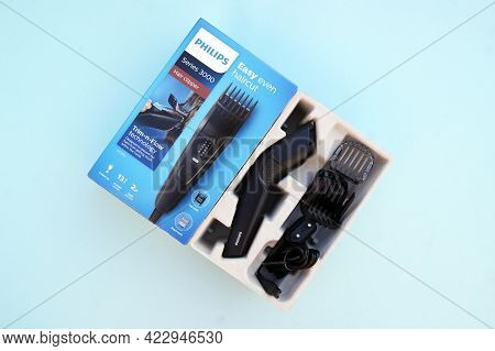 Professional Digital Clipper For Home Use With Professional Results With Motorized Combs.