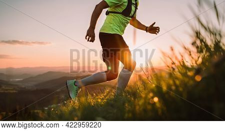 Cropped Photo Of Middle-aged Mountain Trail Runner Man Dressed Bright T-shirt With A Backpack Endura