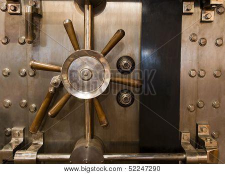 Huge Inpenetrable Vintage Bank Vault Massive Handle Combination Dial Lock