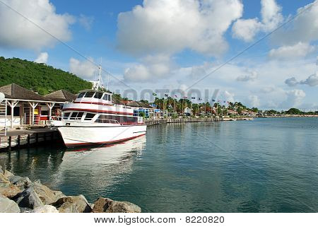 Ship in Marigot