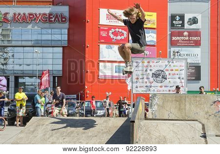 Sportsman Roller Performs Basic Trick Jump