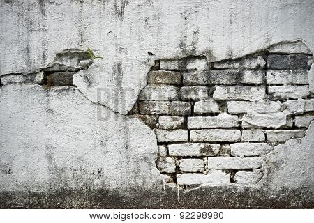 old white brick wall with crack on it