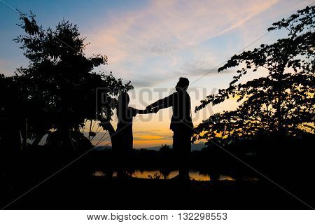 Silhouette Man And Woman Endearment Love Romantic.