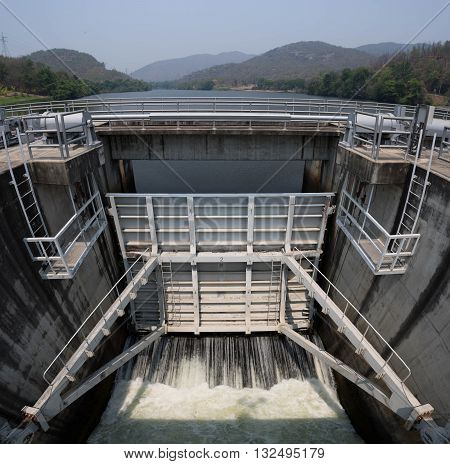 spillway is a controlled release of flows from a dam
