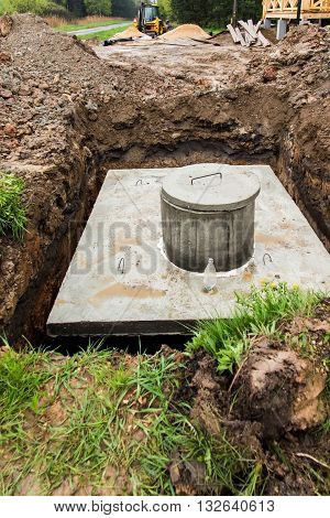 insert concrete septic septic tank to earlier dug down