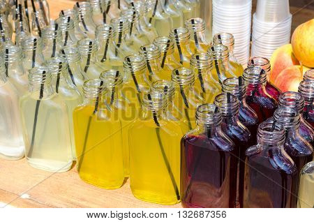 Little bottles with acohol coctails - ideas for summer parties