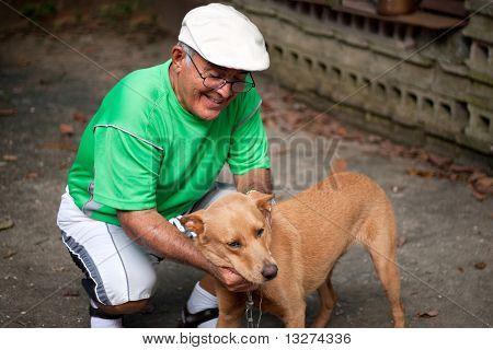 Alte Mann und sein Hund