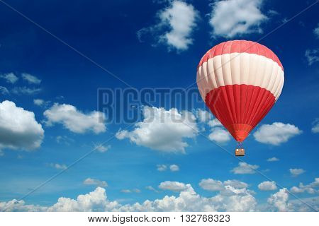 the hot air balloon and blue sky