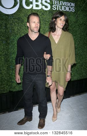 LOS ANGELES - JUN 2:  Scott Caan, Kacy Byxbee at the 4th Annual CBS Television Studios Summer Soiree at the Palihouse on June 2, 2016 in West Hollywood, CA