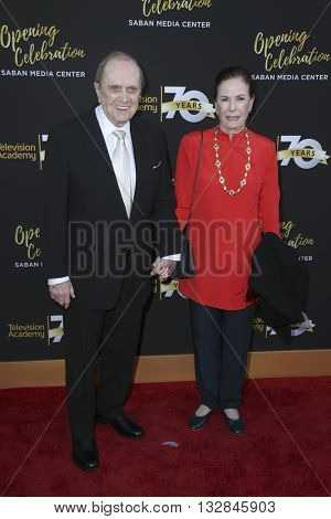 LOS ANGELES - JUN 2:  Bob Newhart and wife at the Television Academy 70th Anniversary Gala at the Saban Theater on June 2, 2016 in North Hollywood, CA