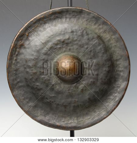 Laos bronze gong a kind of Laos musical instrument which produces a loud and sonorous sound. Gong stick is included.